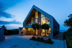 Scenic Ocean Views Meet Serene Nordic Design Villa