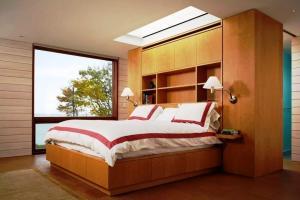 Stunning Skylight Bedroom Design Ideas