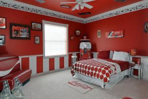 Sweet Escape Vacation Rental Coca Cola Bedroom