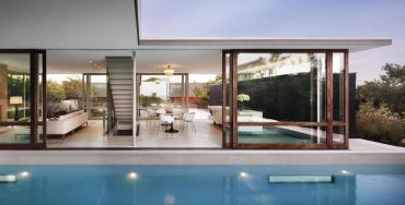 Unfolding Modern Clubhouse Glass Wall House Interior