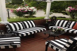 White Resin Outdoor Furniture Black Striped