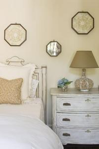 Whitewashed Chest - Cottage - bedroom