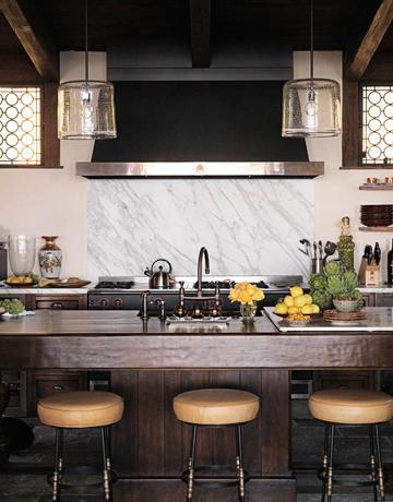 Suzie: Modern kitchen  Love the glass lantern pendant lights, white carrera carrara marble ...