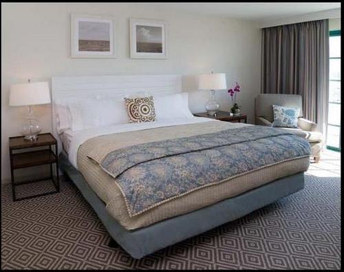 Diamond Pattern Rug  Transitional  bedroom