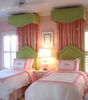little girls pink bedroom with canopy bed Pink And Green Room Design Ideas