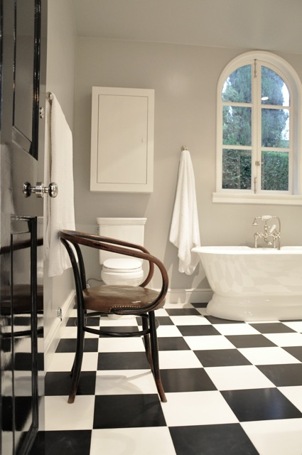 Black and White Checkered Floor  Traditional  bathroom