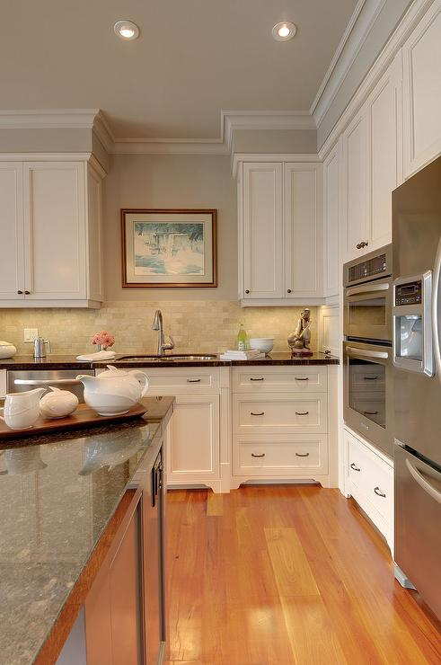 Traditional  kitchen  Benjamin Moore Smokey Taupe CC490