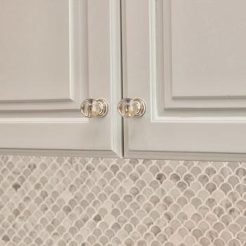 scalloped marble tile backsplash design