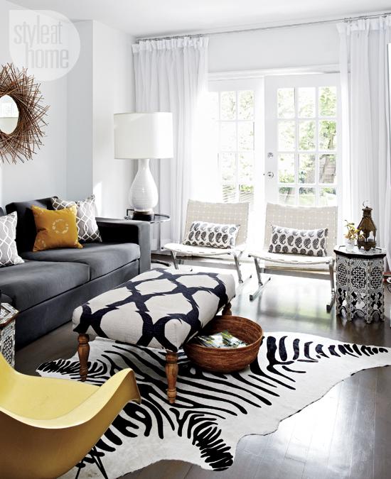 Black And White Paisley Pillows Throw