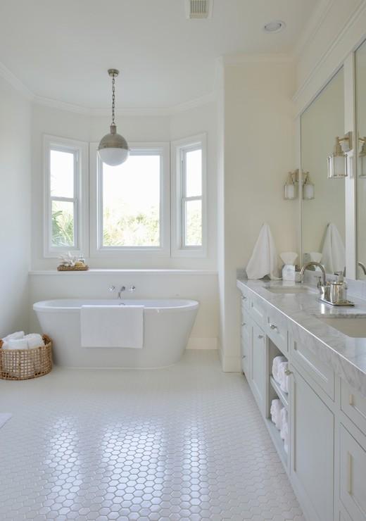 Bathroom Bay Window With Claw Foot Tub Cottage Bathroom