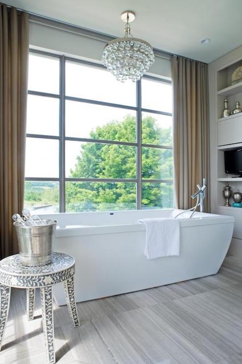Bathtub In Front Of Window Design Ideas