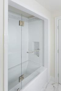 Marble Tub Alcove - Transitional - Bathroom