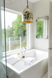 Bath Under Window Design Ideas