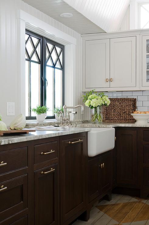 Brown cabinets grey backsplash for Brown grey kitchen cabinets