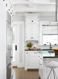 White Shaker Cabinets with Oil Rubbed Bronze Pulls ...