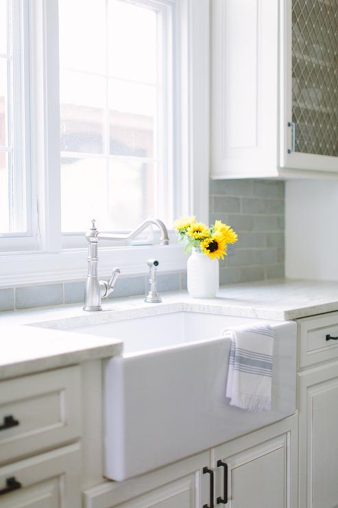 Small farmhouse Kitchen Sink and Vintage Faucet