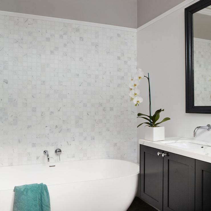 Bathroom Two Tone Walls Design Ideas