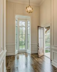 High Foyer Ceiling with Bay Windows - Cottage - Entrance/foyer