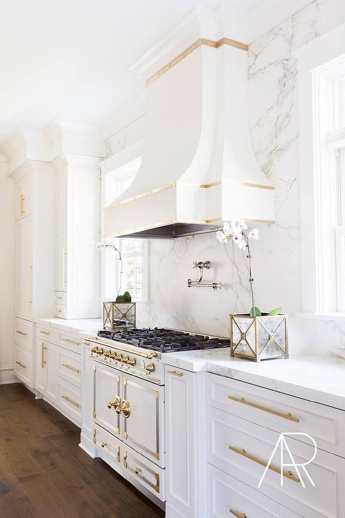 Kitchen Hood With Gold Trim Design Ideas