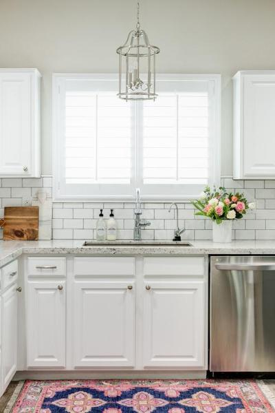 white kitchen cabinets with subway tile backsplash White Granite Kitchen Countertops with White Subway Tile