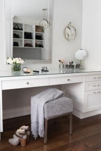Built In Makeup Vanity Closet | Saubhaya Makeup