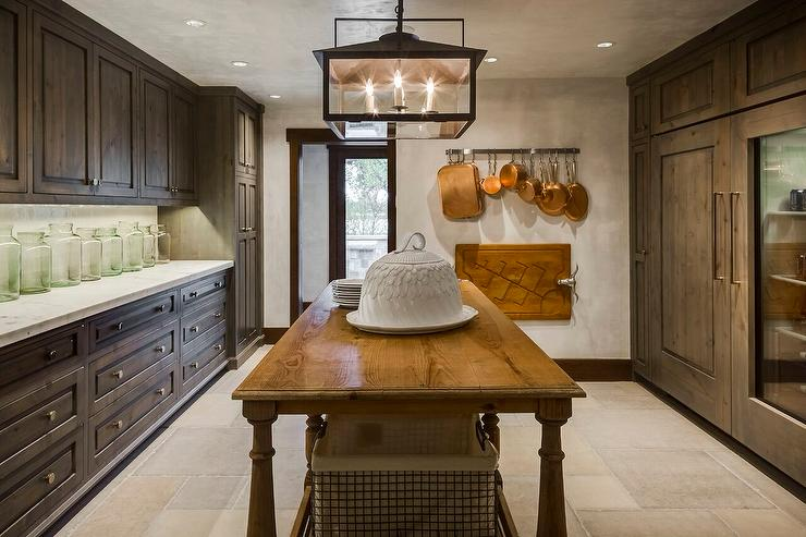 Country Style Kitchen Pantry With Freestanding Island Country Kitchen