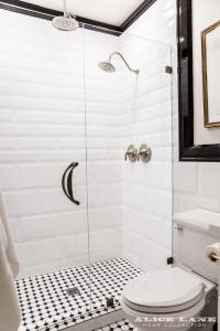 Black and White Walk in Shower with Glossy White Beveled ...