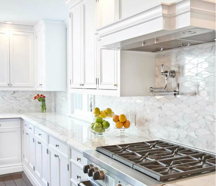 white kitchen backsplash best cabinet manufacturers carrera marble tiles design ideas chic features cabinets paired with countertops and an oblong