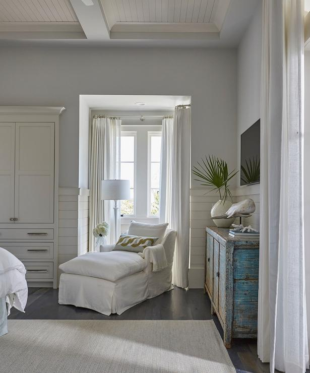 Beach Style Bedroom With Reading Corner Cottage Bedroom