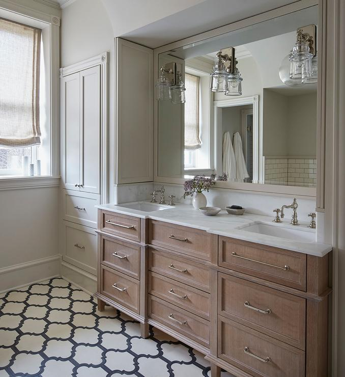 Brushed Oak Dual Washstand with Gray Quatrefoil Tiles