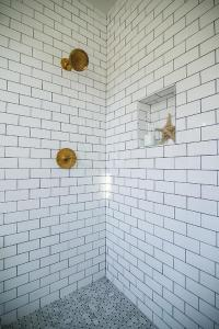 Shower with White Subway Tiles and Gray Marble Basketweave ...