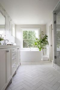 White Shiplap bathroom with Gray Slate Herringbone Floor ...