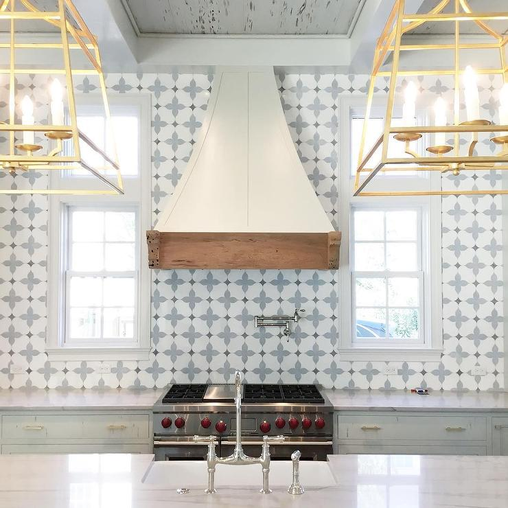 brass kitchen pulls home depot kraftmaid cabinets white and blue marble mosaic backsplash