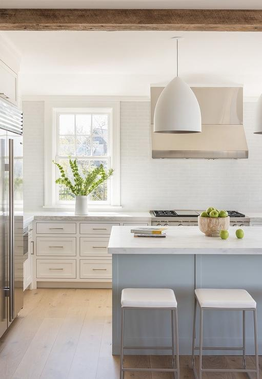 Beautiful white and blue kitchen. Come see 36 Best Beautiful Blue and White Kitchens to Love! #blueandwhite #bluekitchen #kitchendesign #kitchendecor #decorinspiration #beautifulkitchen #bluekitchens #bluedecor #kitchendesign #kitchendecor #kitchenremodel #blueandwhitekitchen