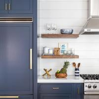 Navy Shaker Kitchen Cabinets with Brushed Brass Pulls ...