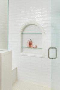 Arched Shower Niche with Glass Shelves - Transitional ...