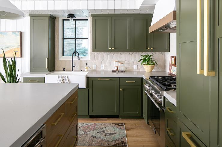 gray shaker cabinets with cream picket