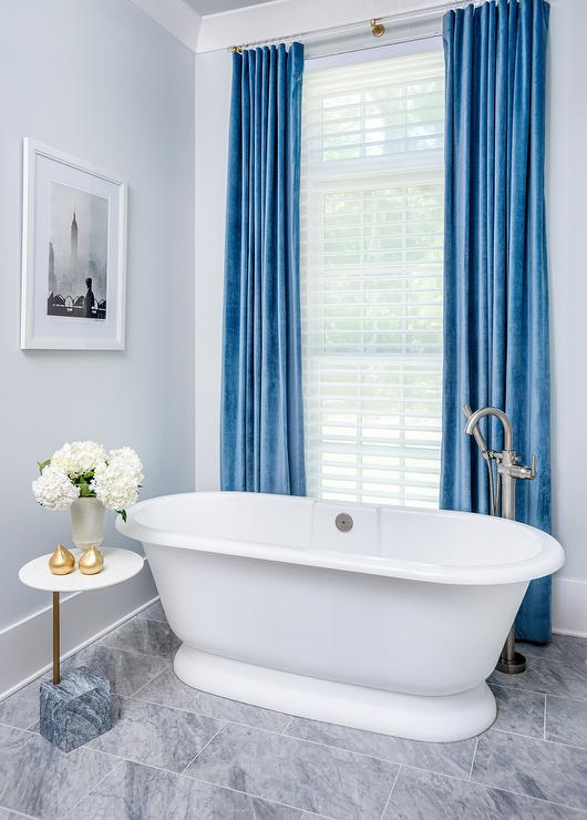 curtains behind tub design ideas