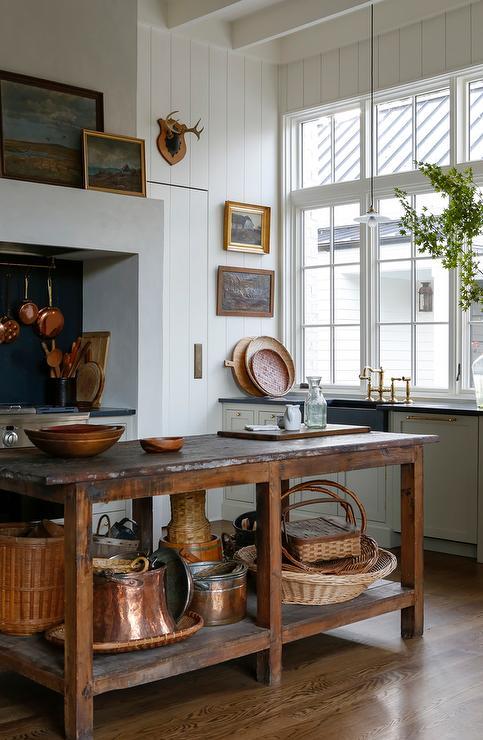 farmhouse kitchen with freestanding