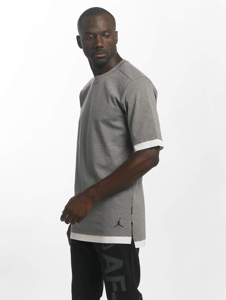 Jordan Männer T-Shirt Sportswear Tech in grau