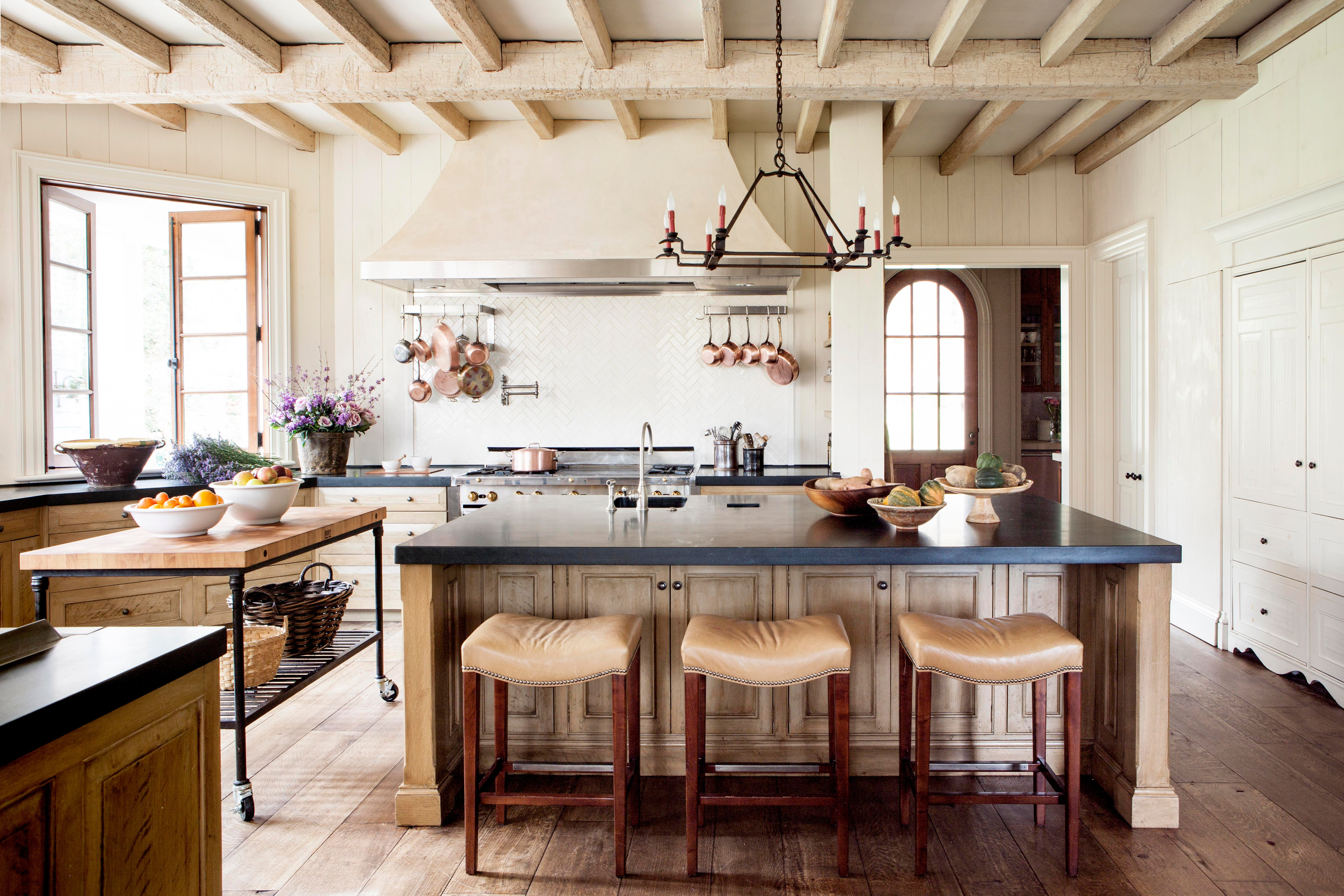 Relaxed kitchen with beamed ceiling breakfast bar by