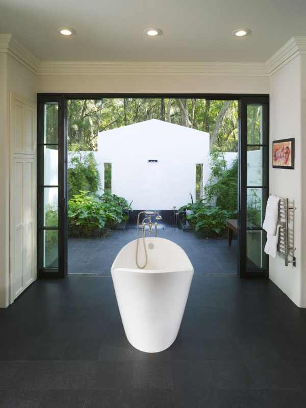 Beautiful Outdoor Bathroom Ideas -designbump