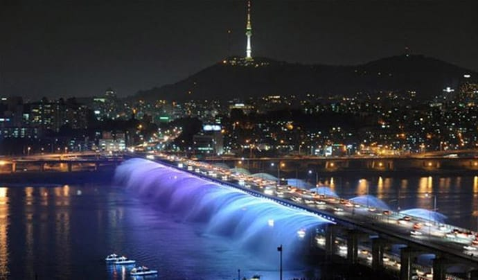 Seouls Banpo Bridge  The Worlds Longest Bridge Rainbow