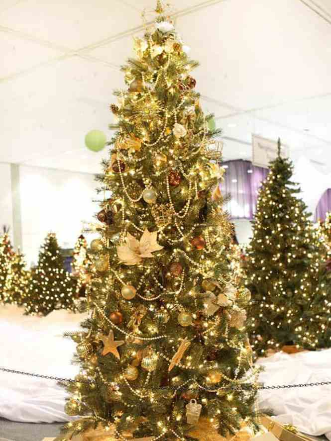 Beautiful Christmas Tree Decorations Ideas Gold Burlap Ribbon Lights Led White Brown