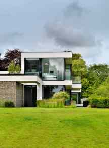 Modern Country House Banks Of River Thames