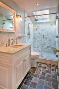 50 Luxury Bathrooms with Skylights
