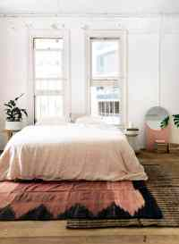 50 Ideas for Placing a Bed in Front of a Window