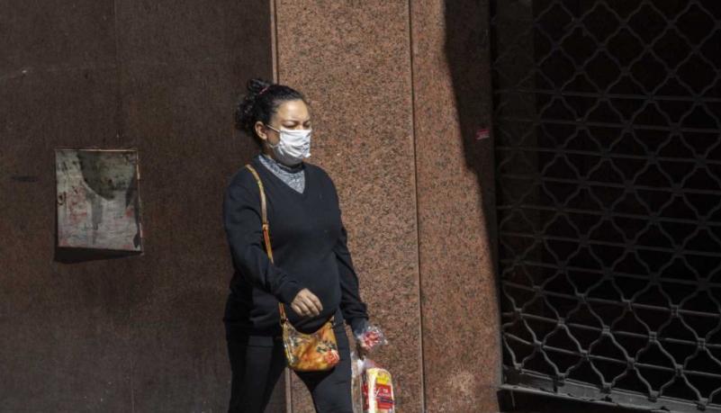 Cuáles son las provincias en las que dejó de ser obligatorio el uso de tapabocas al aire libre