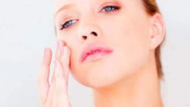 Cegah Bintik Hitam di Wajah Dengan Vitamin C
