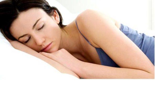 Tidur Miring, Sebabkan Kerutan di Wajah